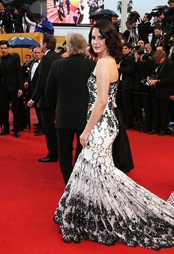 Lana-Del-Rey-a-Cannes-le-15-mai-2013_portrait_w674
