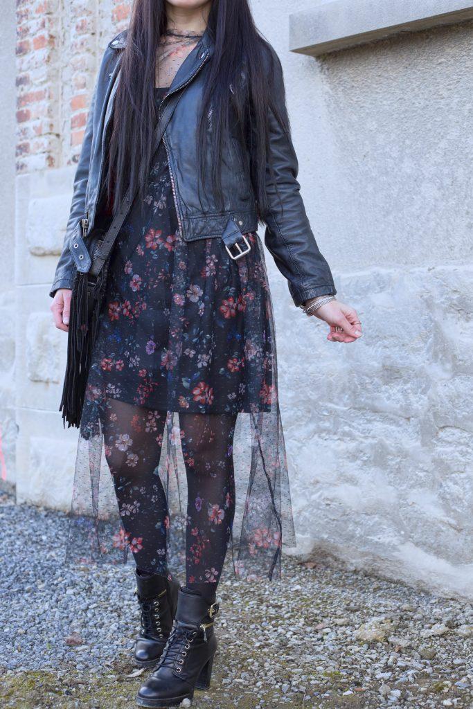 veste en cuir et robe transparente