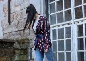 H&M veste à rayures rouges et bleues